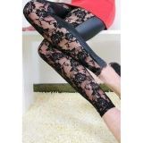 Leggings with a print of roses on the front