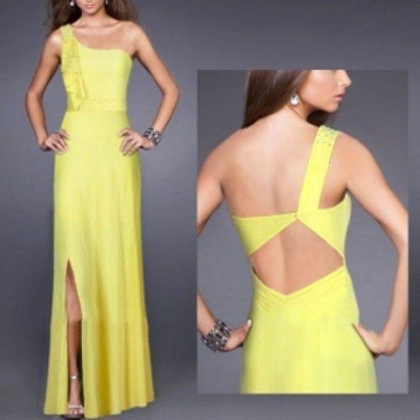 Желтое длинное вечернее платье с открытым плечом