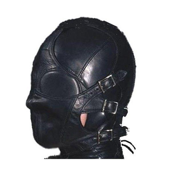 Кожаная маска с ремнями на лице