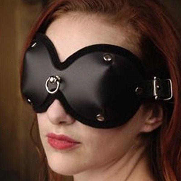 Черная маска для глаз закрытая