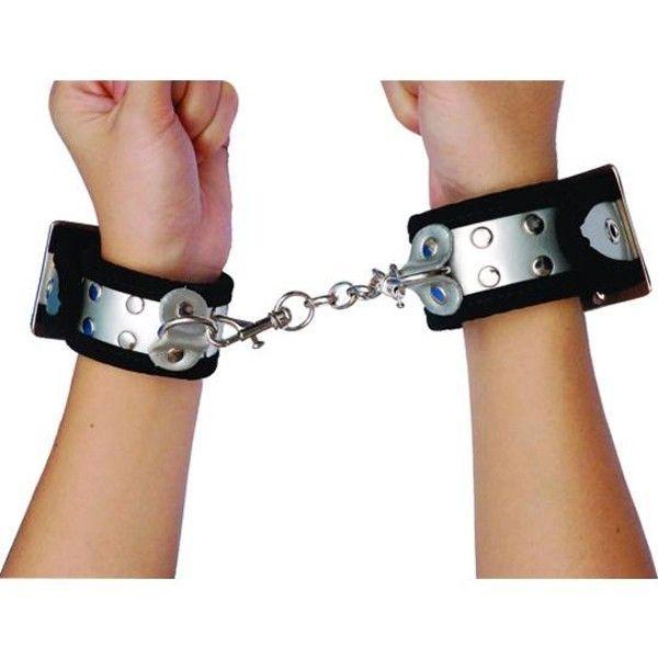 Прекрасные серебристые наручники