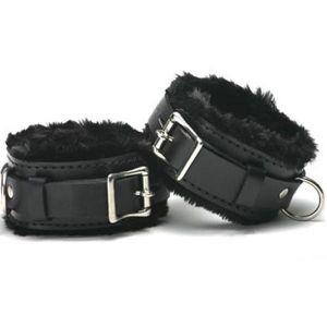 Black leather cuffs with fur. Артикул: IXI14126