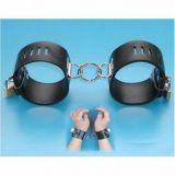Черные кожаные наручники из качественной искусственной кожи по оптовой цене