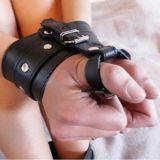 Кожаные наручники по оптовой цене