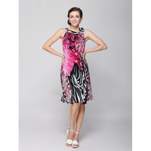 Черное плиссированное платье с цветами