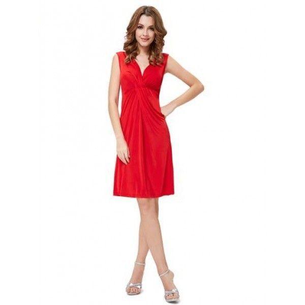 Красное платье с V-образным вырезом
