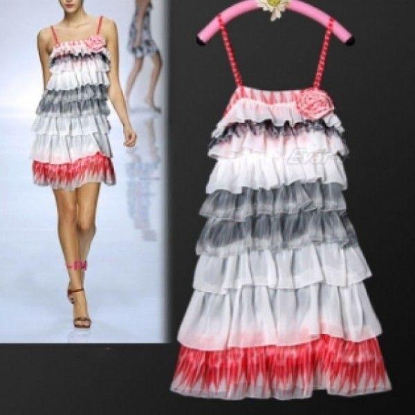 Изящное красочное ярусное вечернее платье