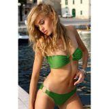Зеленый очаровательный купальник