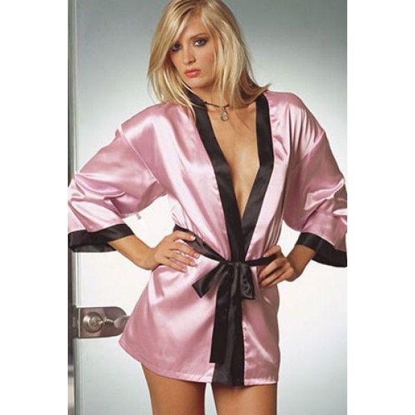 Розовый халат с черной отделкой
