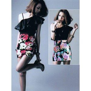 Мини-платье с крупным цветочным принтом - Платья