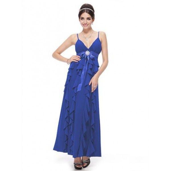 Платье волнами и мерцающая брошь