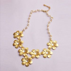 Gold necklace with flowers and pearls