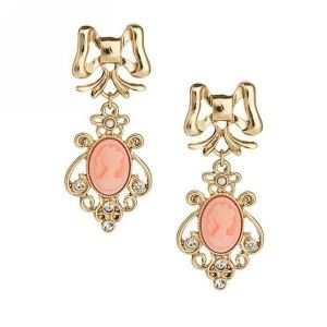 Earrings with rhinestones and stone