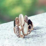 Кольцо с черными и белыми камнями цена фото