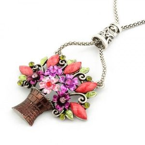 Retro necklace in the form of a bouquet