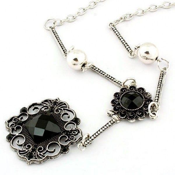 РАСПРОДАЖА! Красивое ожерелье с черными цветами