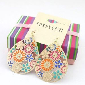 Striking earrings with a flower ornament