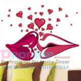 РАСПРОДАЖА! Виниловая наклейка - Поцелуй с сердечками по оптовой цене