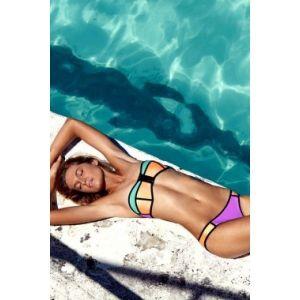 Трехцветный купальний комплект