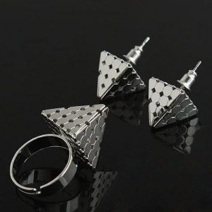 Set of earrings and rings Pyramid