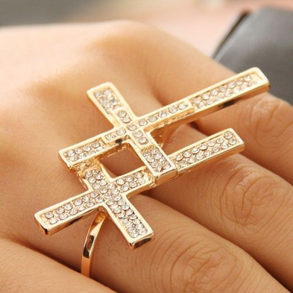 Купить онлайн Белые, с лёгким золотым покрытием, два кольца для неё и для него фото цена акция распродажа