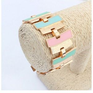 Bracelet with rectangular links