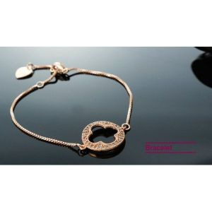 Womens bracelet with pendant