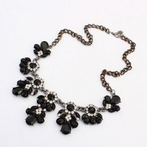 Populance necklace with flowers