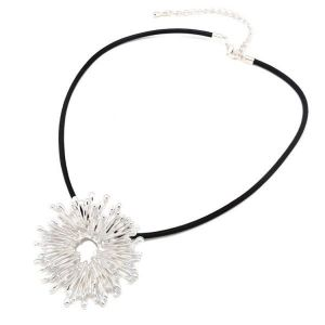 Exclusive necklace with flower