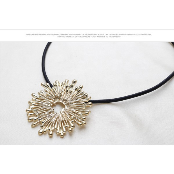 Exclusive necklace with flower. Артикул: IXI39969