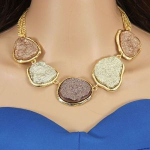 Elegant necklace with stones