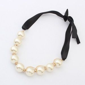 Elegant necklace with beads