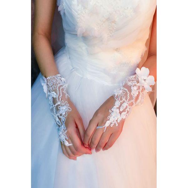 White wedding gloves open. Артикул: IXI53414