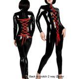 Черный виниловый костюм с двойной красной шнуровкой