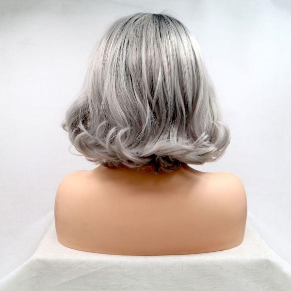 Реалистичный парик на сетке короткое серое омбре с черными корнями