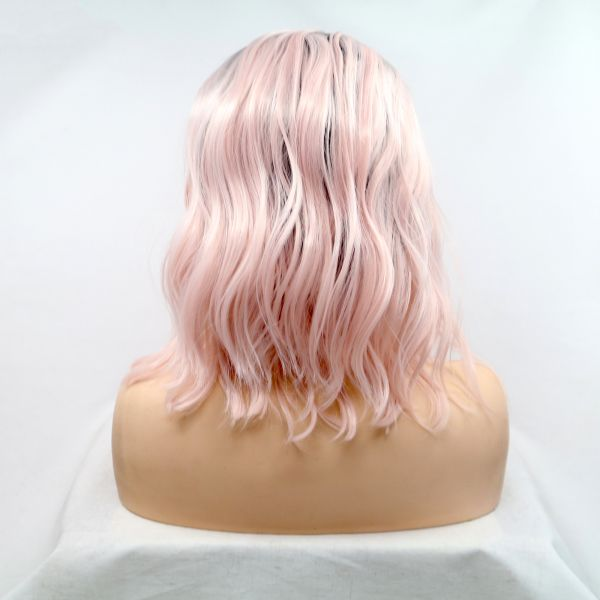 Нежно розовый парик на сетке с мягкой волной
