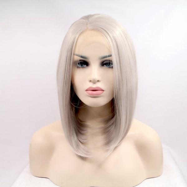 Короткий прямой реалистичный женский парик на сетке пепельно - серого цвета